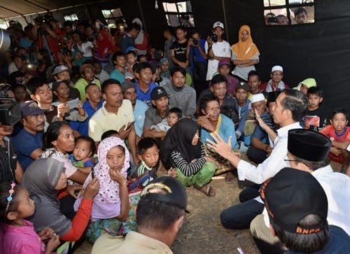 President of Indonesia, Joko Widodo, speaks with people left homeless by the July 29 earthquake.
