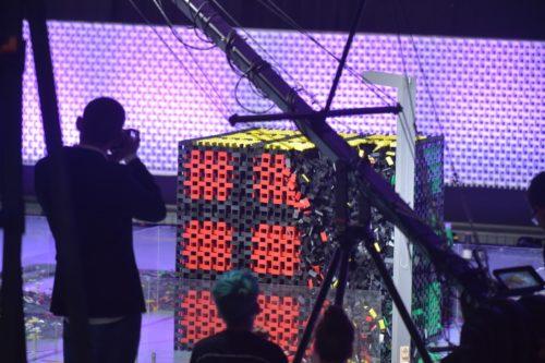 3D domino cube shattering.