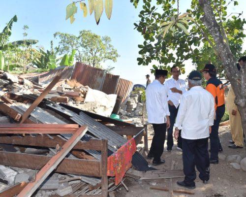 Joko Widodo looks at damage from the July 29 earthquake on Lombok.
