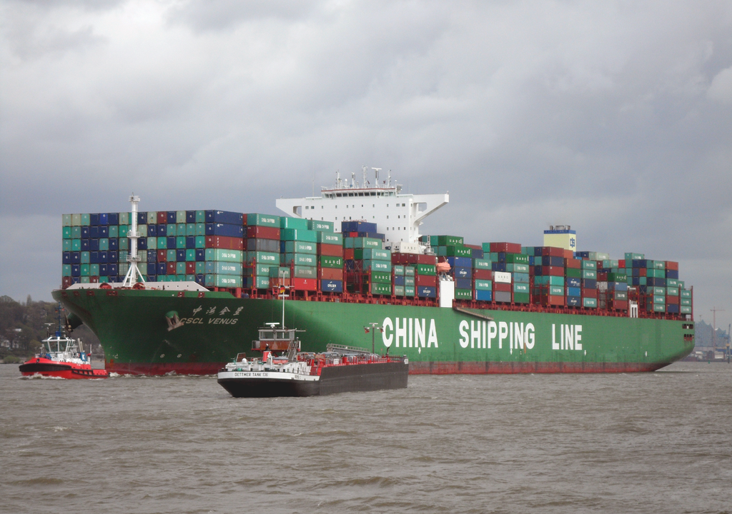 Container ship CSCL Venus of the China Shipping Line outgoing Hamburg in April 2014