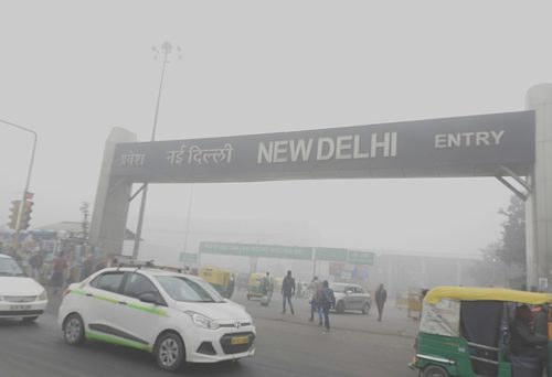 Low visibility due to Smog at New Delhi railway station 31st Dec 2017 9:20AM