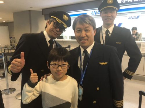 Keisuke poses with Kunihiko Tanida and the rest of the crew.