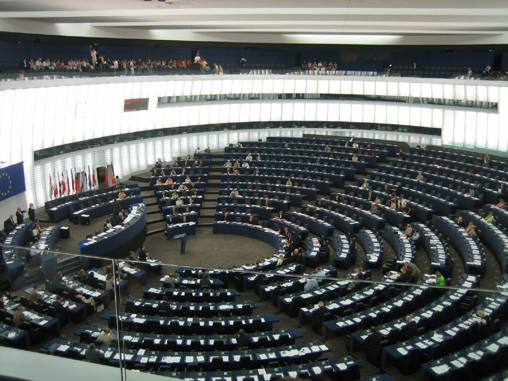 Hemicycle of the European Parliament in Strasbourg. Barroso giving speech, bottom left - front row. Borrell in the chair. Finnish Prime Minister as President-in-Office, front row opposite Barroso.