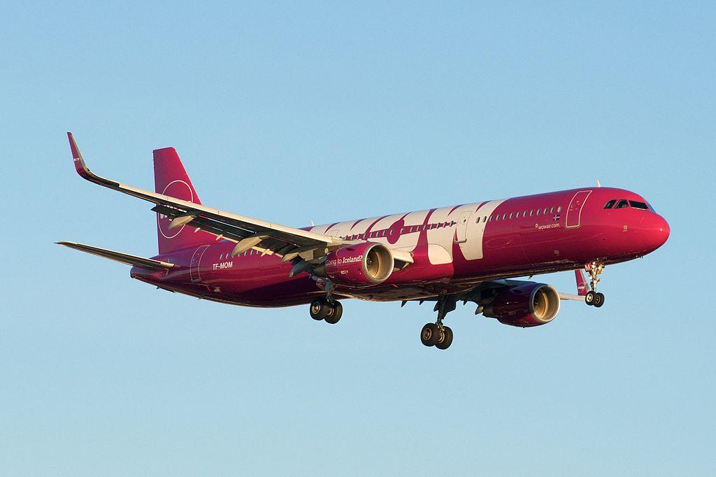 WOW Air Iceland Airbus A321