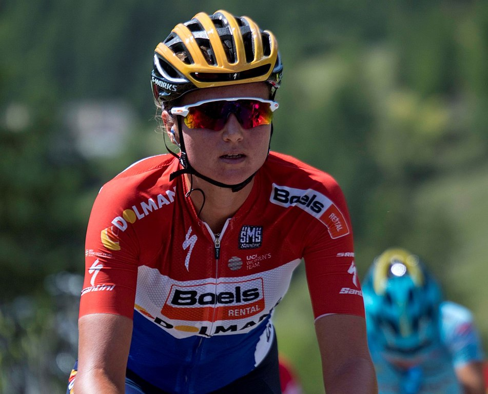 Chantal Blaakon the Col d'Izoard, the first stage of La Course, 2017/Chantal Blaak op de Col d'Izoard tijdens de eerste etappe van La Course 2017