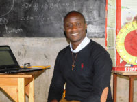 Peter Tabichi, a math and science teacher who has worked to change life for students in a poor area in Kenya, has won the $1 million Global Teacher Prize for 2019.