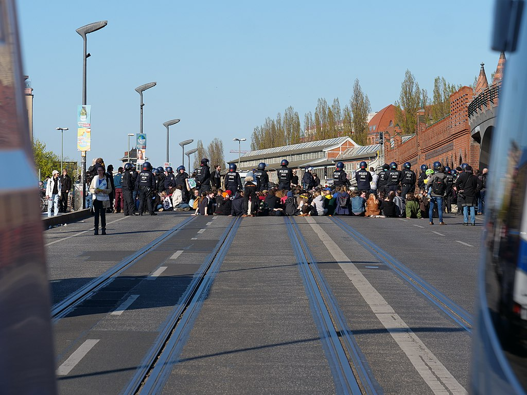 Blockade der Oberbaumbrücke in Berlin durch Extinction Rebellion.