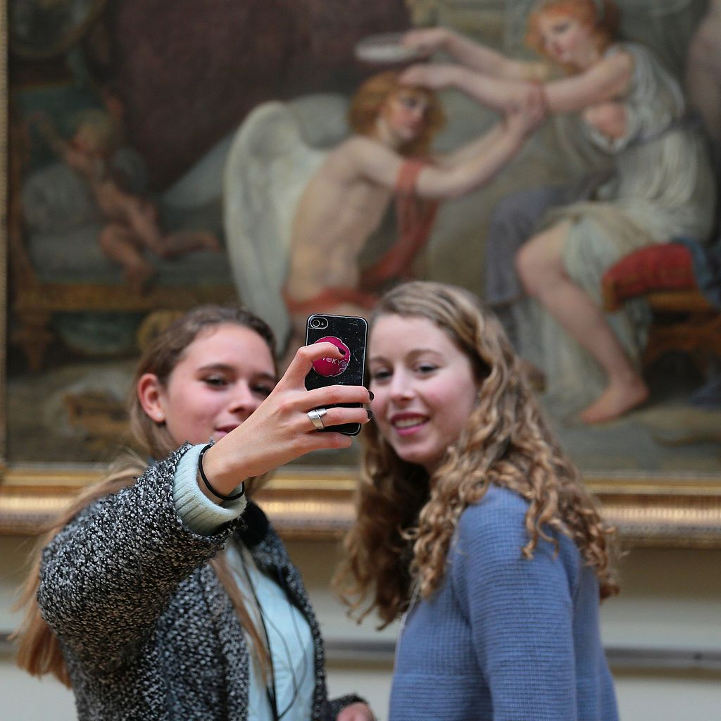 Girls taking selfies in the Palais des Beaux-Arts de Lille
