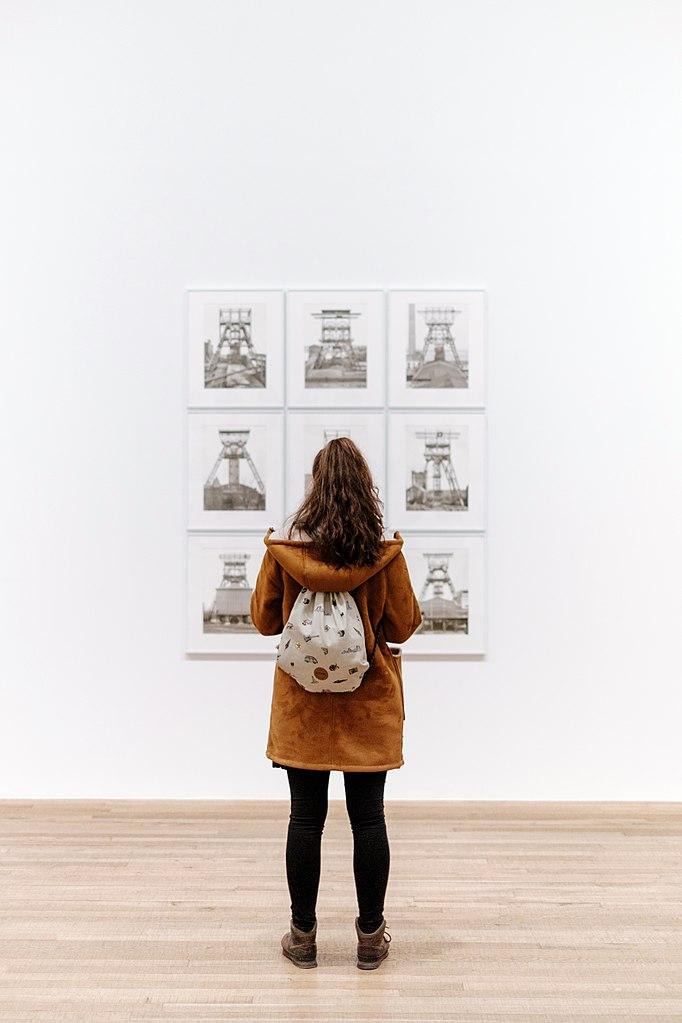Girl with backpack in art gallery, Tate Modern, London, United Kingdom