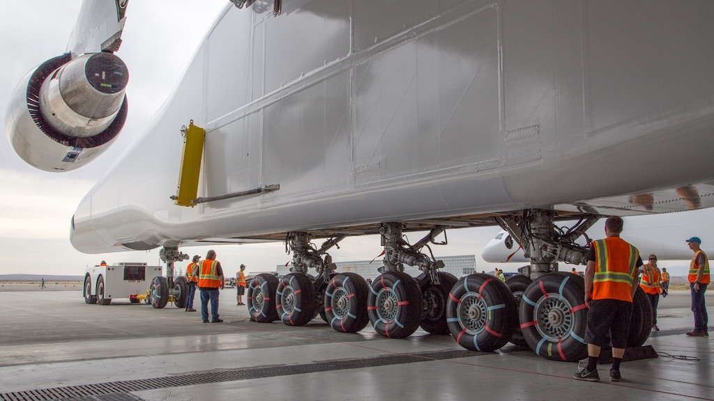 Stratolaunch, view of wheels and ground crew.