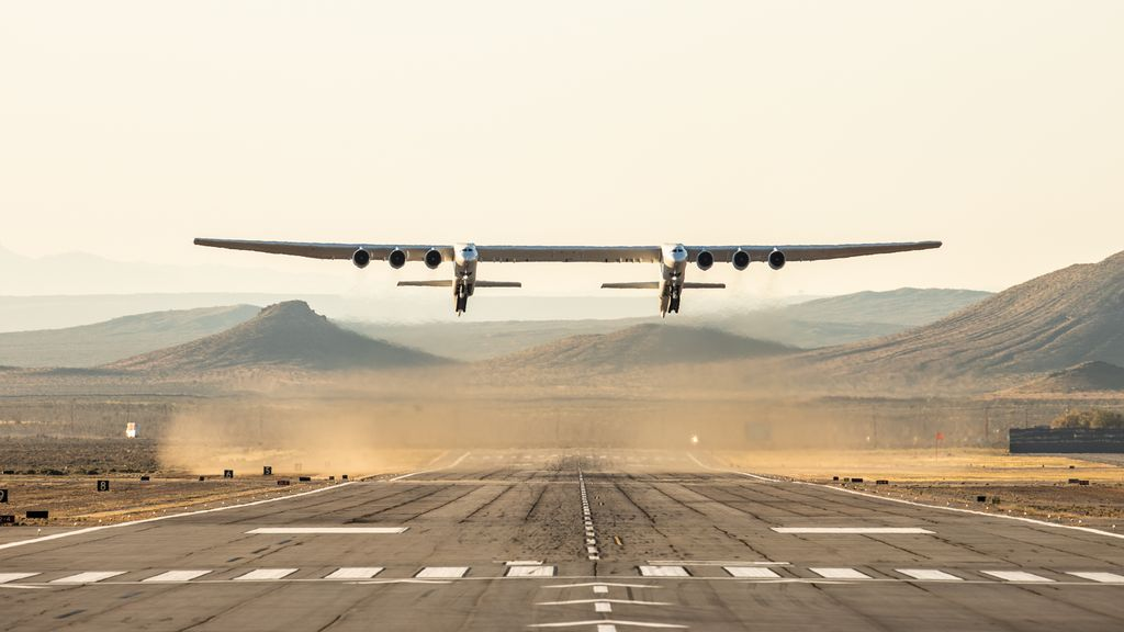 Stratolaunch in the air.