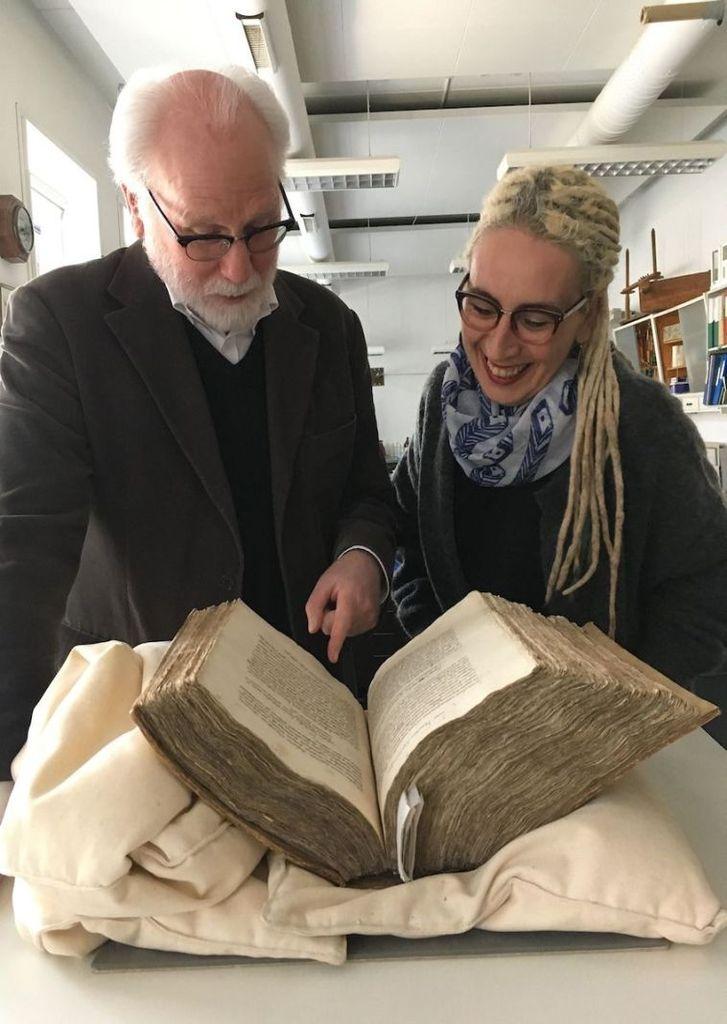 Matthew Driscoll and Kıvılcım Yavuz examining AM 377 fol.