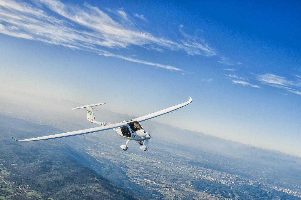 Light Sport Aircraft Mahi in the air.