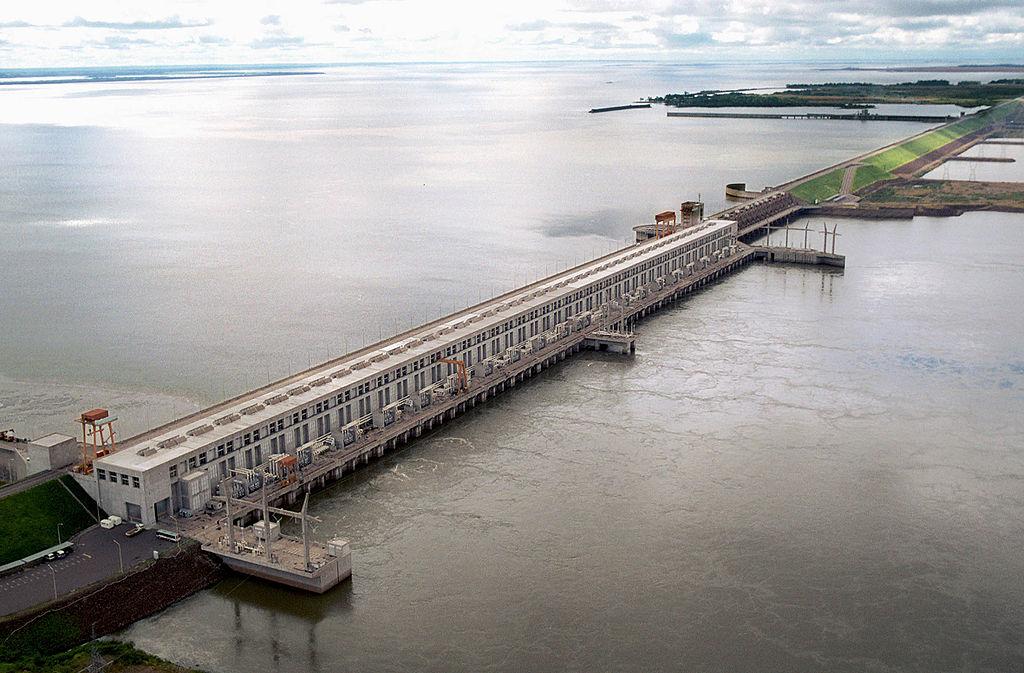View from the right side of the HydroElectric Dam Yacyretá over the Paraná River./Vista externa desde el margen derecho de la central Hidroeléctrica Yacyretá, sobre el río Paraná
