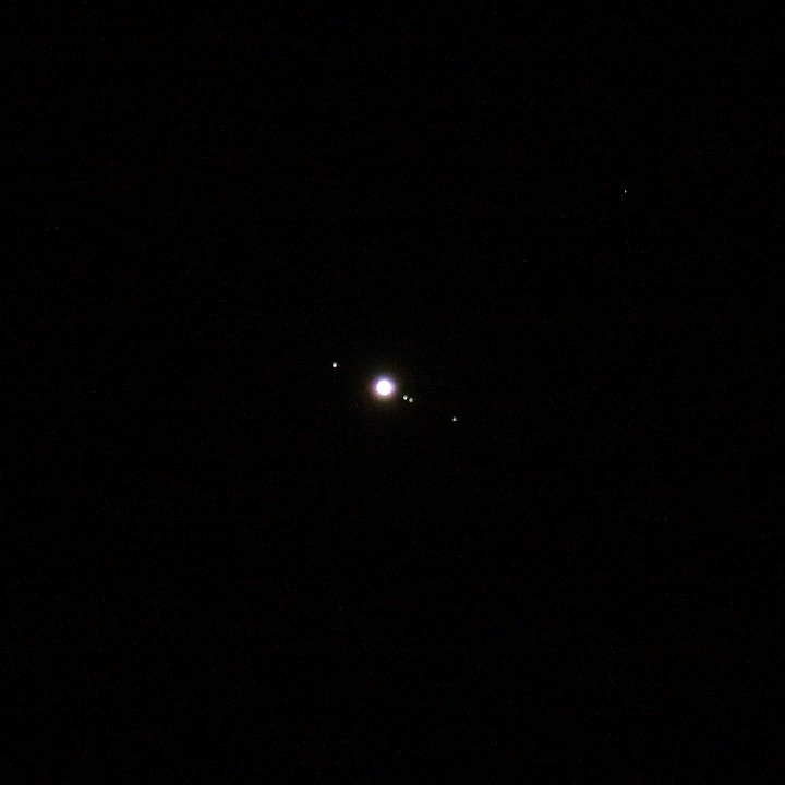 jupiter system 2009-08-31 - ganymede to the left and io, europa, and callisto to the right of jupiter