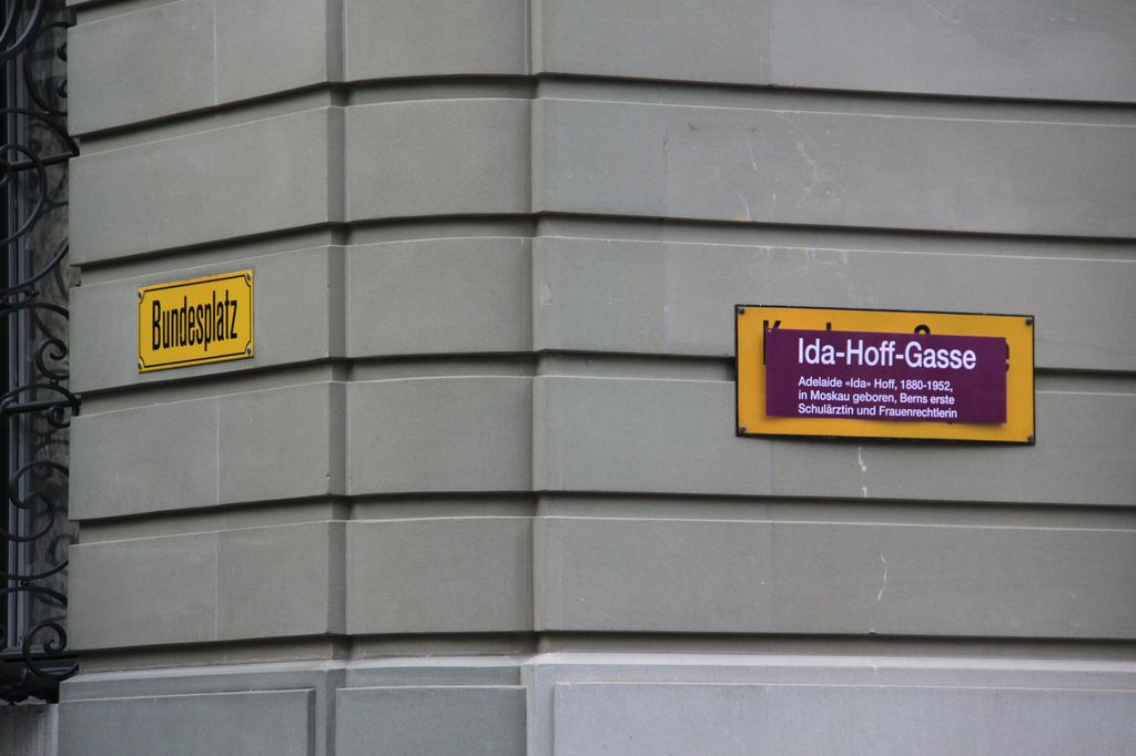 "A street is renamed ""Ida-Hoff-Gasse""."