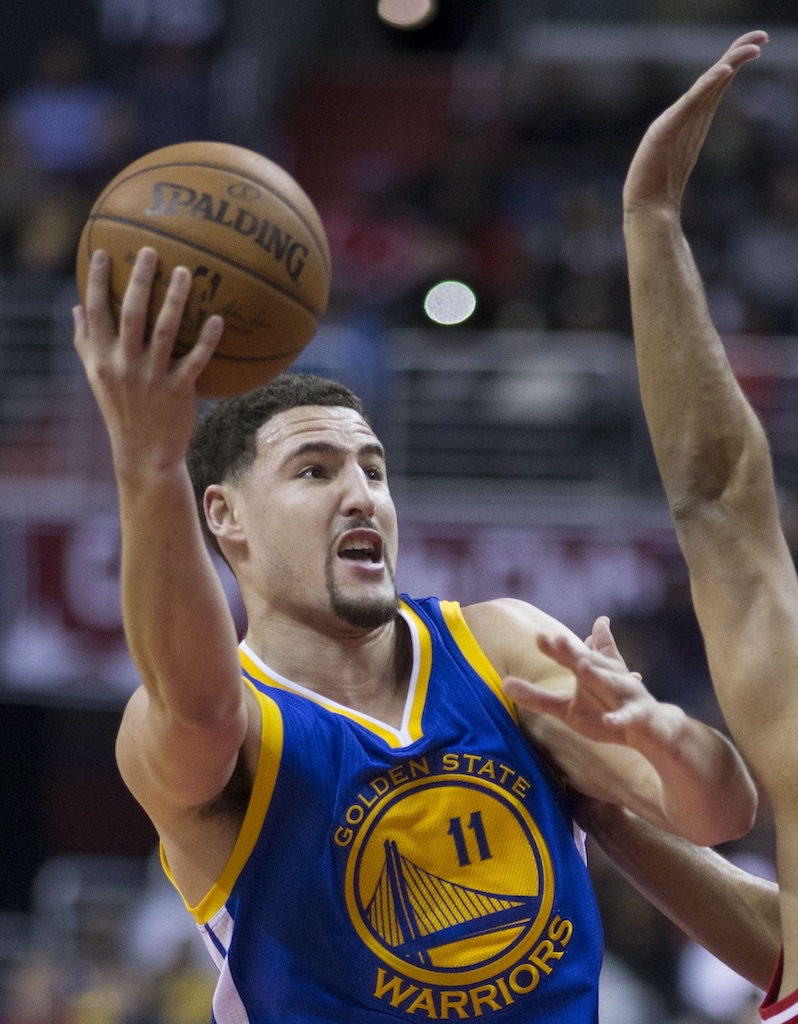 Klay Thompson of Golden State Warriors shooting against Jared Dudley of Washington Wizard - 2016