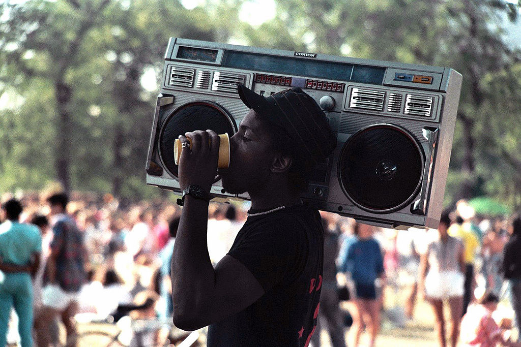 A man in Chicago carries a boombox, June 1985.