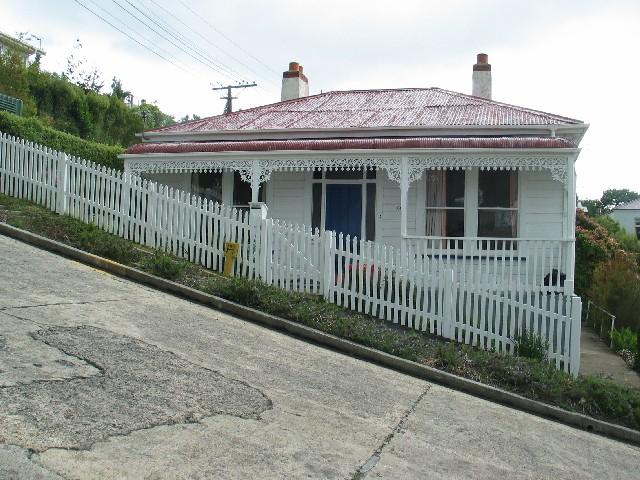 A photo of a house in Baldwin Street, the steepest street in the world, Dunedin. Taken by BjarteSorensen.