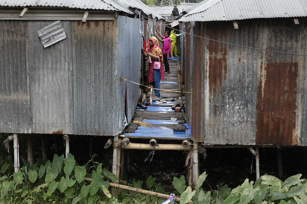 Daily life of residents living in Sujat Nagar slum in Dhaka, Bangladesh on October 11, 2016. Photo: © Dominic Chavez/World Bank