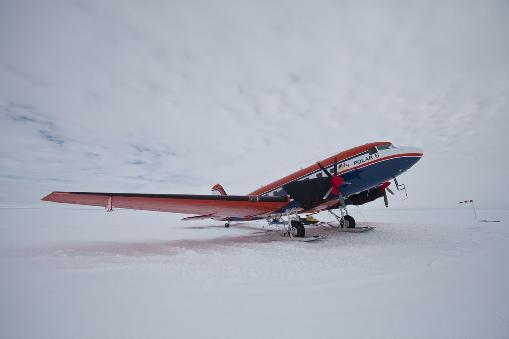 The research aircraft Polar 6 is standing in front of the Neumayer-Station and is to be prepared for next flight.
