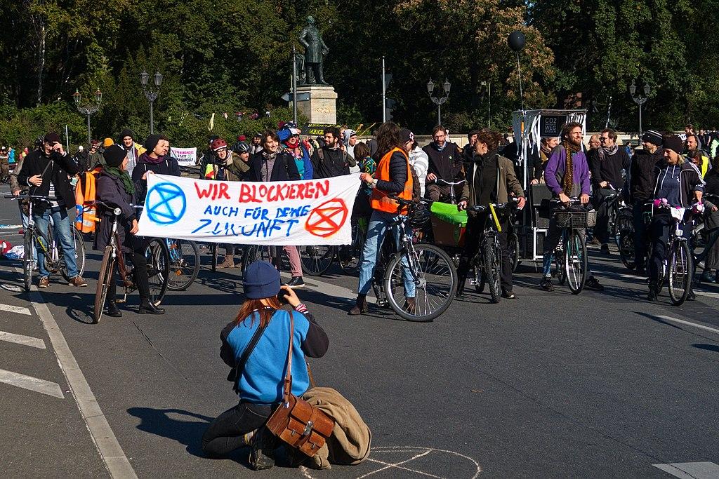 2019-10-07, Berlin Potsdamer Platz und Großer Stern. Menschen jeden Alters demonstrieren gegen ihr baldiges aussterben durch halbherzige Klimaaktionen der Regierungen.
