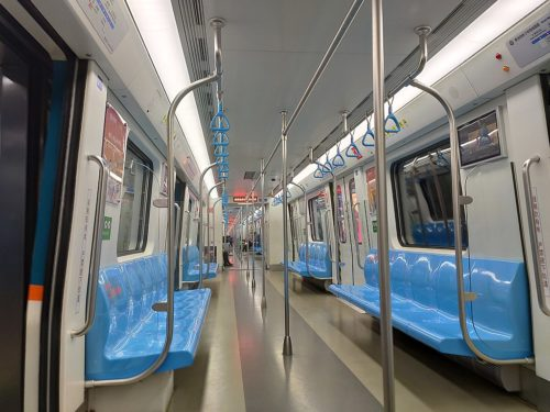 January 23, 2020, Qingdao Metro Line 3 016. Due to the occurrence of pneumonia in Wuhan, and began to spread throughout the country, including Shandong Province and Qingdao and other cities, Qingdao Metro stepped up preventive measures, but also because of the people's consciousness, so that the train car passenger flow greatly reduced.