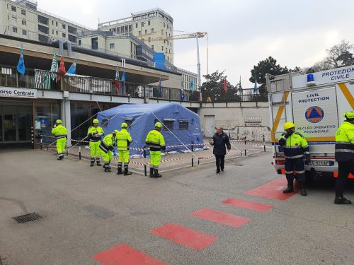 Civil Protection volunteers set up a tent at the emergency room of the Padua Hospital Company to deal with the SARS-CoV-2 epidemic.