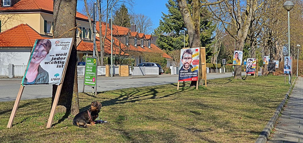 Political posters line the street for Bavaria's 2020 local elections - March 15, 2020. (Wahlplakateflutb Gemeinde Gröbenzell)