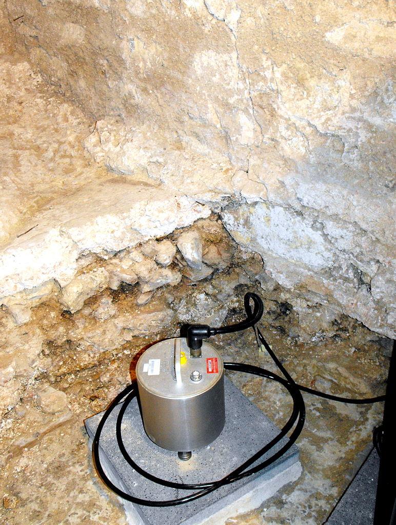 Seismometer am Aachener Dom