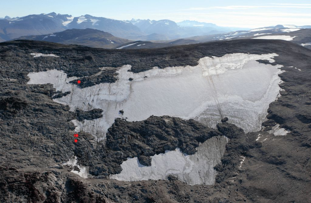 The Lendbreen ice patch with find spots for parts of the same ski in red. When the route was used, Lendbreen was considerably larger than it is today. The pass is situated at the low-point of the ridge.