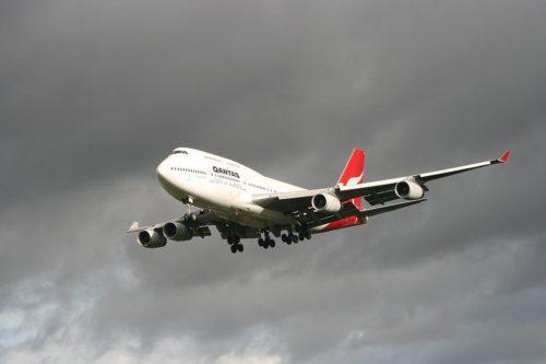 Qantas B747 landing at LHR