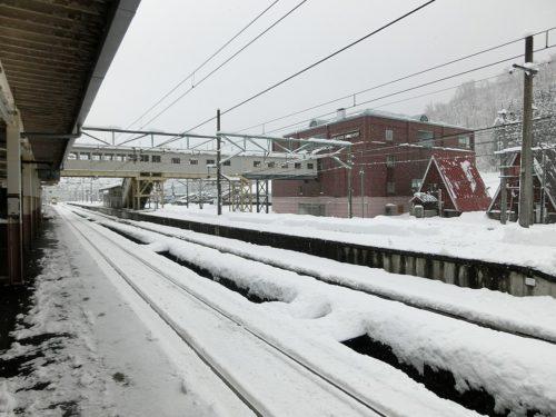 Echigo-Nakazato Station platform on 5 January 2020