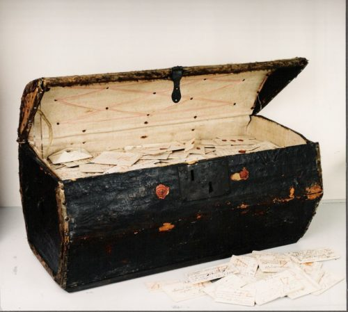 A wooden trunk of undelivered letters from 1706 and before, found in the Netherlands.
