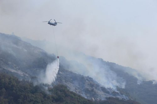 A Chinook helicopter drops water on Paradise ridge during yesterday's increased fire activity seen on 9/19/2021